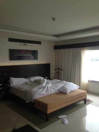 The Gateway Hotel Lakeside Hubli: bedroom