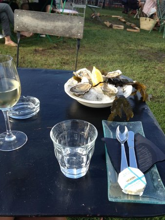 Huîtres fraiches et vin blanc