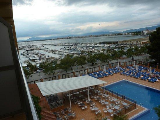 Univers Hotel : Chambre vue sur piscine et port de plaisance