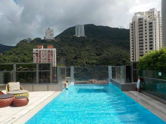 Hotel Indigo Hong Kong Island: la piscine sur le toit