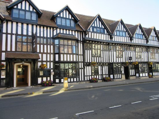 Mercure Stratford-Upon-Avon Shakespeare Hotel: 教会通りに面したホテル正面