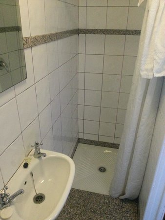 Howard Winchester Hotel: En-suite bathroom