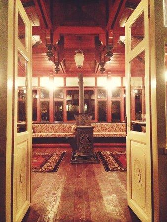 Gul Konaklari - Sinasos Rose Mansions: Павильон во внутреннем дворике