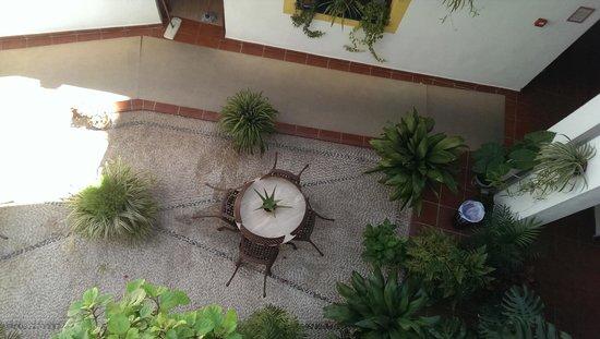 San Miguel : Vue du patio depuis le balconnet de la chambre
