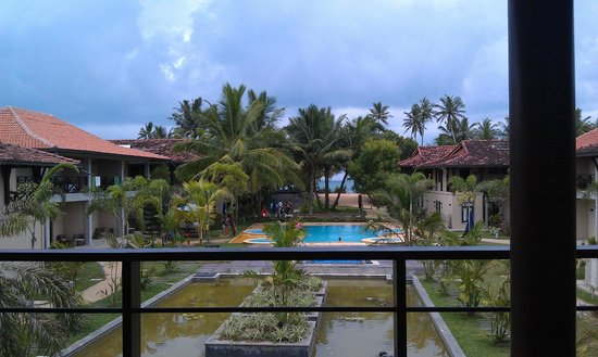 Portofino Resort Tangalle: View of the pool from the Reception