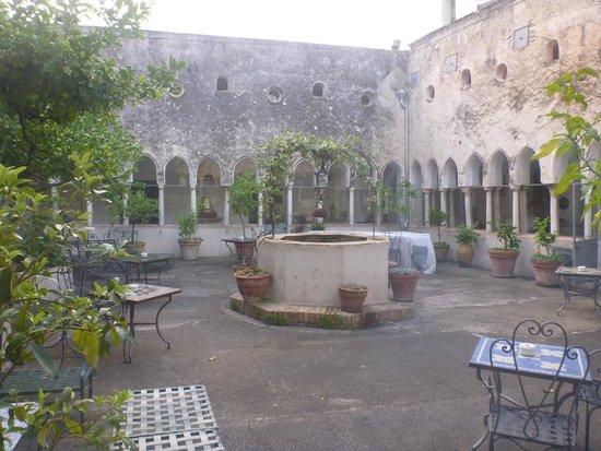 Hotel Luna Convento: 中庭