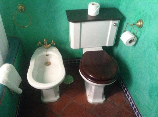 Hotel Casa Imperial: Ванная команата и туалет