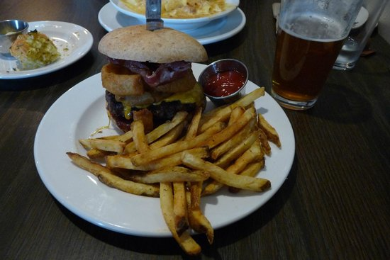 1850 : Burger and fries