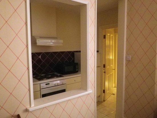 Astons Apartments: cuisine