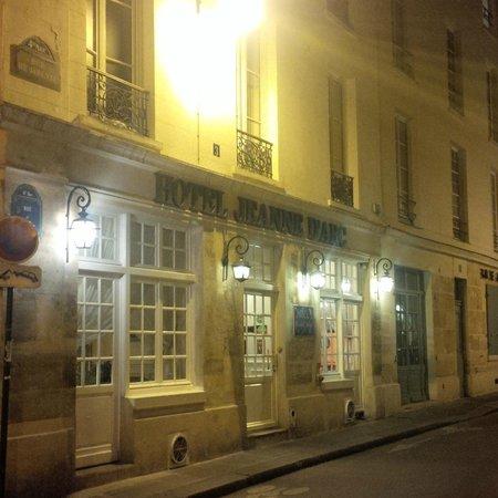 Hotel Entrance 3 Rue De Jarente Picture Of Hotel Jeanne