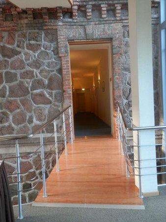Hotel Sigulda : Переход от старого здания в новое