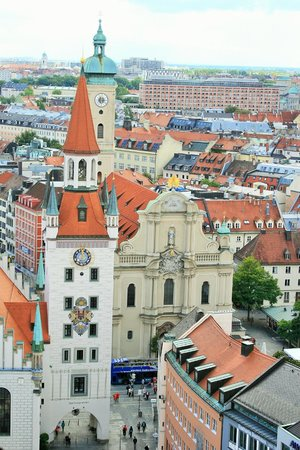 St. Peter's Church: St Peter's Church from the Neues Rathaus