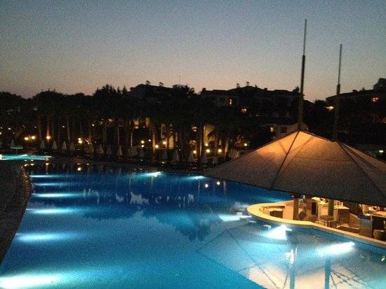 Barut Arum : Another view of the pool, by night
