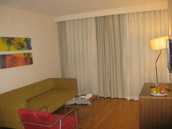 Barut Arum : The lounge area in the family suite