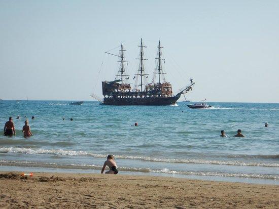 Barut Acanthus & Cennet: Кораблик