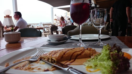 Vivero Beach Club Restaurant: A starter with a view... (fish and seafood canelon)