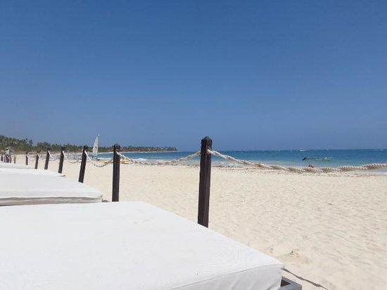 Bavaro Princess All Suites Resort, Spa & Casino: Beach view from the platinum area