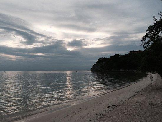 Sarikantang Resort & Spa : Beach and view