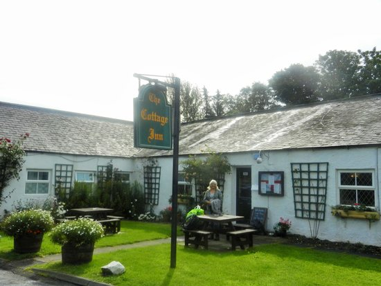 The Cottage Inn: Entrance from the main road