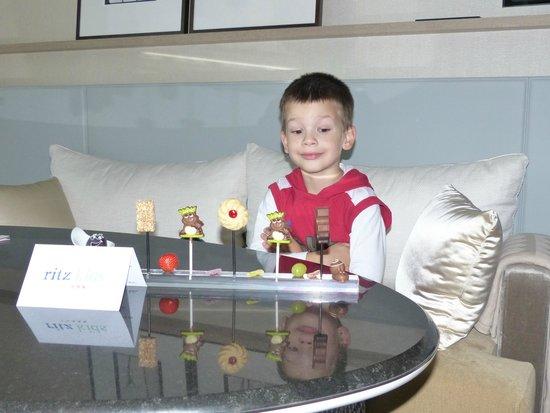 The Ritz-Carlton, Wolfsburg: unser Enkel wird verwöhnt - RITZ KITZ