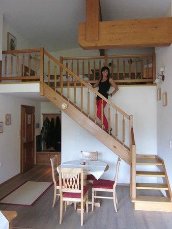 Sonnenhof Hotel + Appartements: In de kamer trap naar tweede kamer