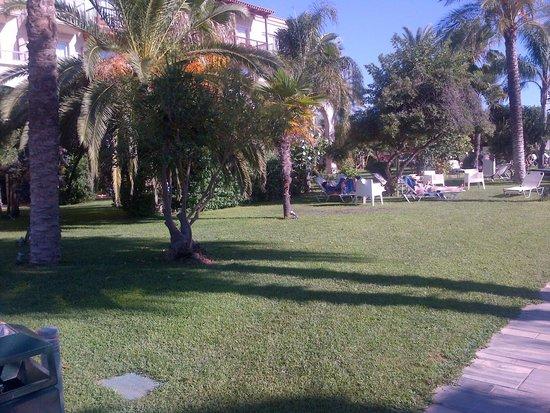 Filoxenia : hotel garden