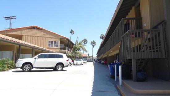 Pacific Shores Inn: de hotelkamers links en rechts