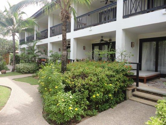 Bandara Resort & Spa: mooi onderhouden tuin rondom het complex