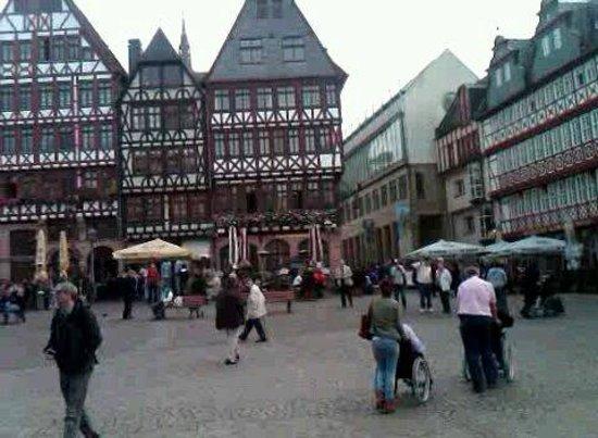 Frankfurt City Tour: ROMERBERG PLACE