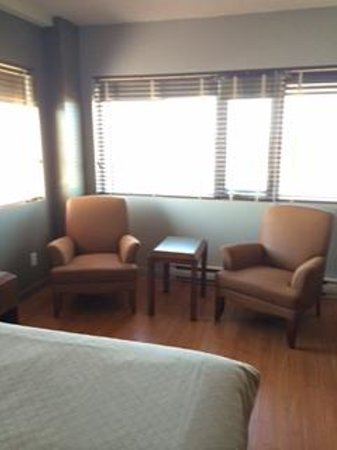 Hotel Dauphin Montreal - Longueuil: Room 415