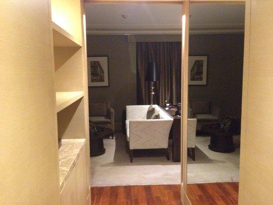 Sofitel Bangkok Sukhumvit: Entering my room.