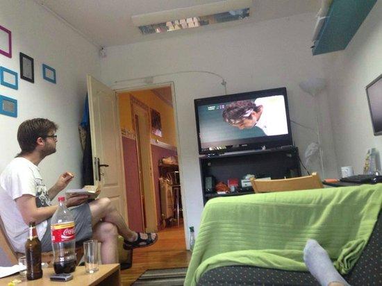 Star Hostel: The living room