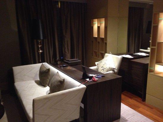 Sofitel Bangkok Sukhumvit: Living room
