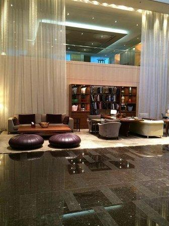 Park Hyatt Zürich: The lobby