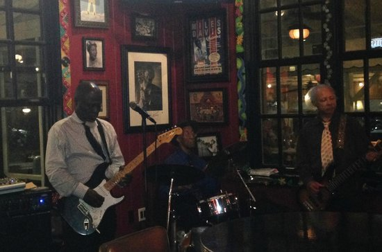Lucille's Smokehouse BBQ: Blues Band