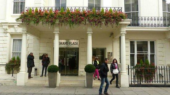 Grand Plaza Serviced Apartments: Really Nice Entrance