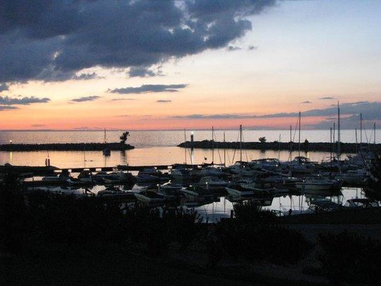 Ramada Jordan/Beacon Harbourside Resort: evening view
