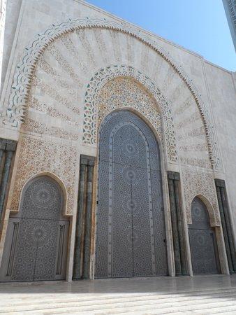 Mosquée Hassan II : One of the many titane doors