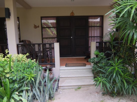 Chaweng Garden Beach Resort: The outside view of our room