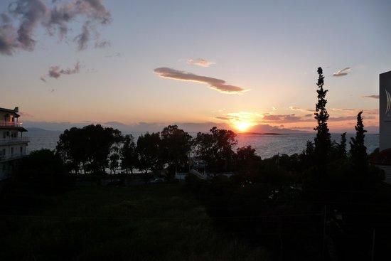 Amarilia Hotel: Uitzicht met ondergaande zon
