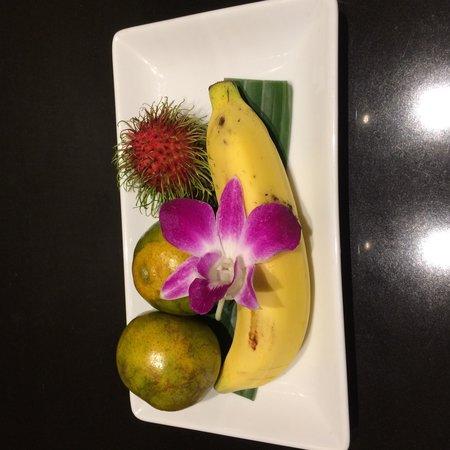 Anantara Riverside Bangkok Resort: Daily served fresh fruit