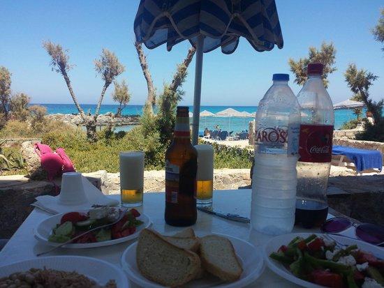 Blue Beach Villas & Apartments: Pranzo in camera