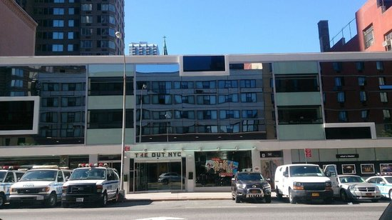 The Out NYC: frente hotel