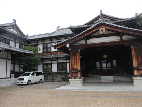 Nara Hotel : 正面玄関