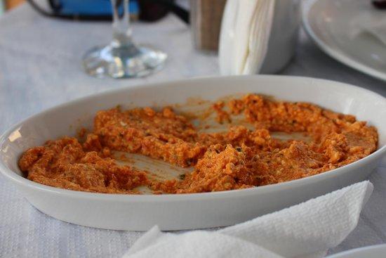 Roka Kafeneio Ouzeri: Spicy feta!