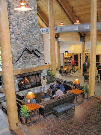 Talkeetna Alaskan Lodge: camino nella hall