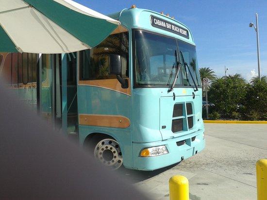 Universal's Cabana Bay Beach Resort: Bus (with finger!)