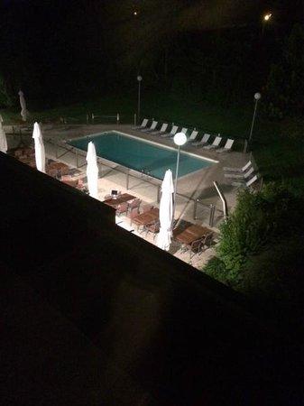Novotel Beaune : piscine vue de la chambre
