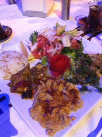 Inci Restaurant: vegetarian plate! Best humus ever!