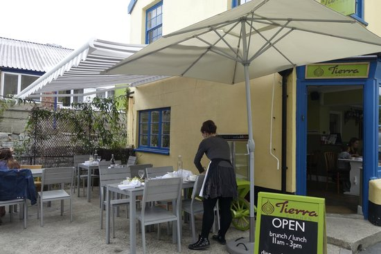 Tierra Kitchen: Outdoor seating available on a quiet street